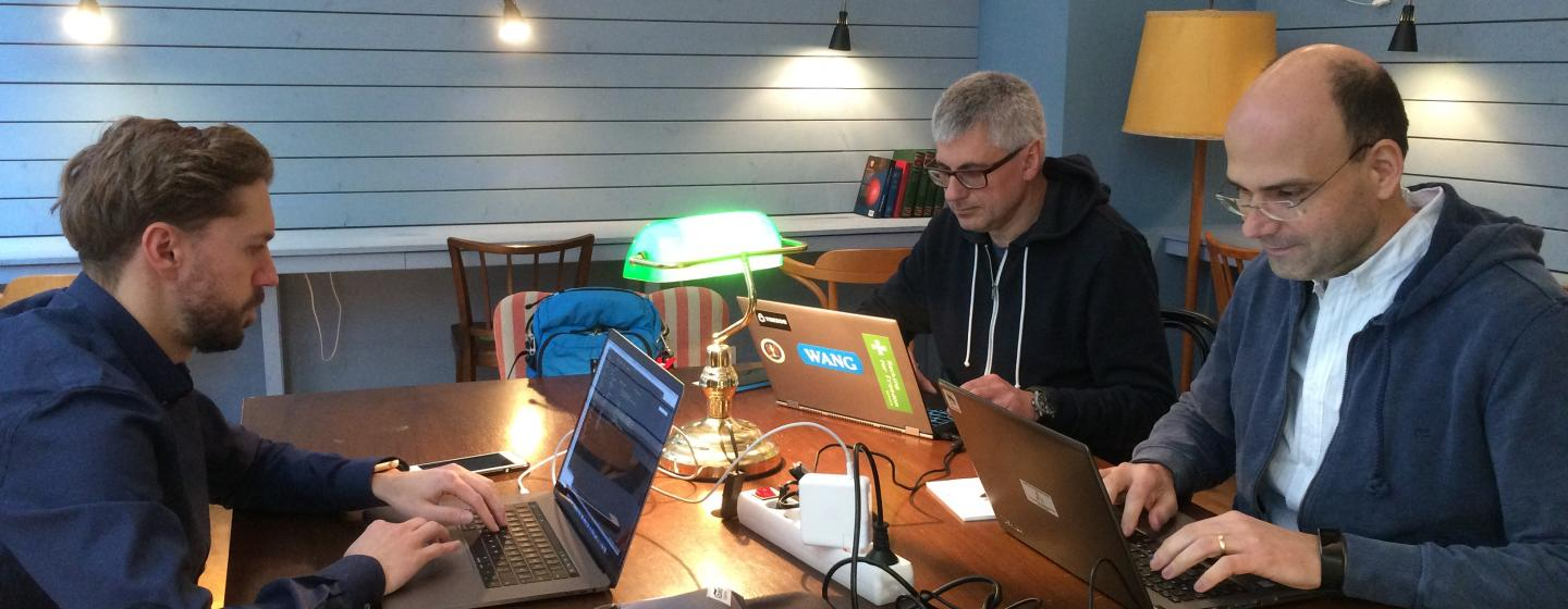 Hackathon at Impact Hub Vienna, with Mario, Richard und Wolfgang, sitting in front of their laptops.